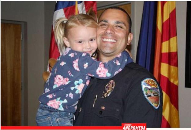 จากตำรวจและเหยื่อเคราะห์นร้าย กลายเป็นพ่อและลูก